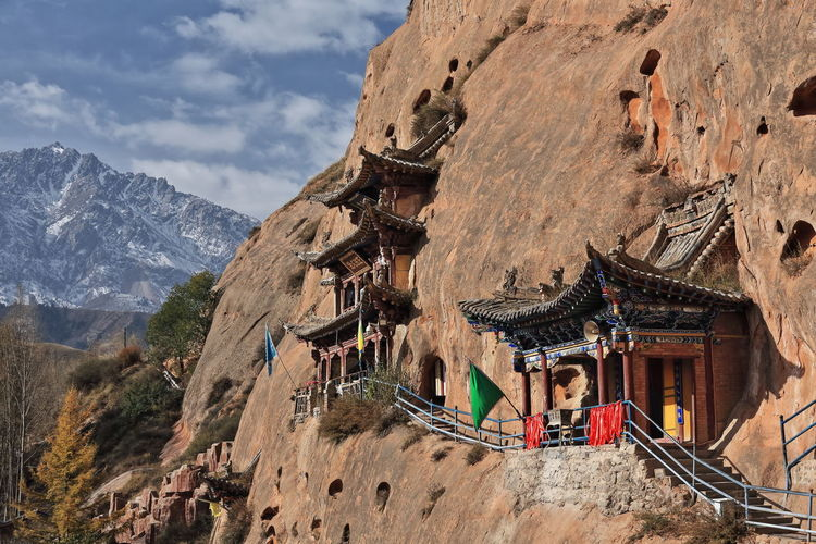 0931 wooden pavilions-red sandstone cliff. qianfo thousand bhudda grottoes-mati si. zhangye-china.