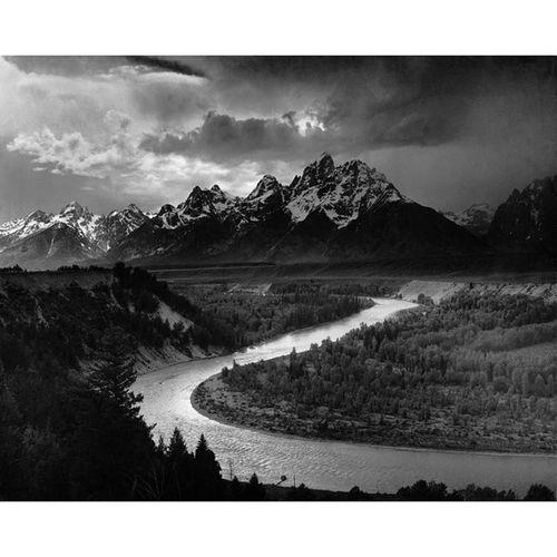 Uno dei scatti fotografici più belli del 1900... Ansel Adams (Parco Nazionale del Gran Teton, 1942) AnselAdams GranTeton Photography