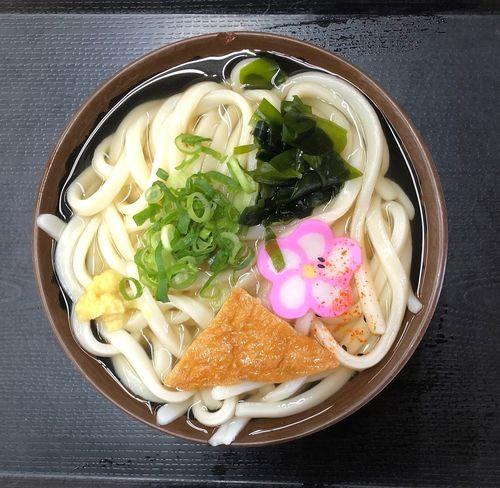 『手織うどん滝音』 平木方面にお使いです。寒いけど天気は良い、自転車には良い気候ですね。 かけうどん小 ¥220 何時もにも増して量が多い、し出汁もたっぷりです。一瞬、食べきれるかと不安に成りました。 時間はかかりましたが満腹で満足です( ^ω^ ) Udon Food And Drink Food Ready-to-eat Freshness Pasta Healthy Eating Wellbeing