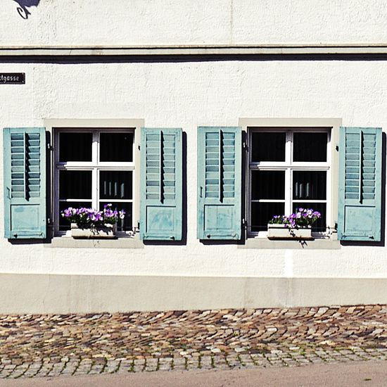 I have this thing with windows on a Sunday afternoon walk 💙Architecture Building Exterior Window Built Structure Landlife Feelfree Streetphotography Eyeemphotography EyeEm Gallery Views From The Sidewalk Facadelovers Eye Em Germany Sidewalk Sidewalk Photograhy Sidewalk Discoveries From My Point Of View Windows