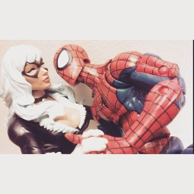 *Sighs* why are you so beautiful cat Spidey Webhead Manchild Classicspiderman Marvellegends Mcu Marvelfigures Figurelife Collector Collecting Figures Figurecollecting Spiderman Baf Infinitieseries Romanse Inlove Favoritecouple Hasbro Disney Peterparker Feliciahardy BLackCat Holdinghands Happygeek