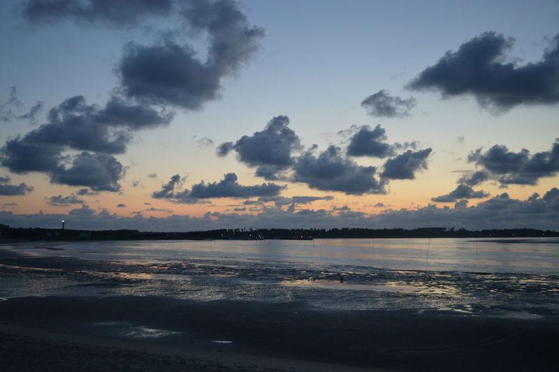 Abendstimmung Abendstimmung Am Meer Clouds And Sky Nordsee Sonnenuntergang Sturm Wattenmeer Wolken Wolken Abendhimmel Wolkenhimmel