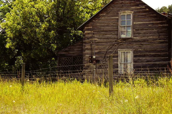 Abandon_seekers Abandoned & Derelict Abandoned House Abandoned Places Abandoned_junkies Am Farm Life Haunt Montana Montanamoment Old-fashioned Outside Photography Ranch Life Color Palette