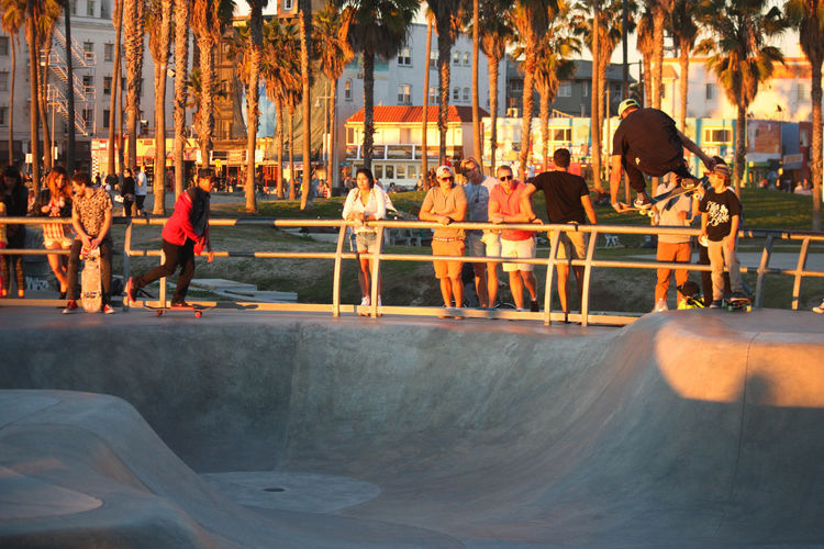 Casual Clothing City City Life Day Group Of People Large Group Of People Leisure Activity Lifestyles Medium Group Of People Mixed Age Range Outdoors Relaxation Skateboarding
