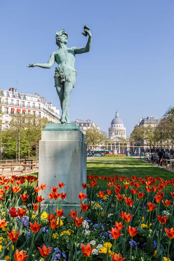 Architecture Beauty In Nature Building Exterior Built Structure City Clear Sky Day Flower Growth History Human Representation Le Jardin Du Luxembourg Memorial Monument Nature No People Outdoors Plant Sculpture Sky Statue Tourism Travel Travel Destinations Tulip