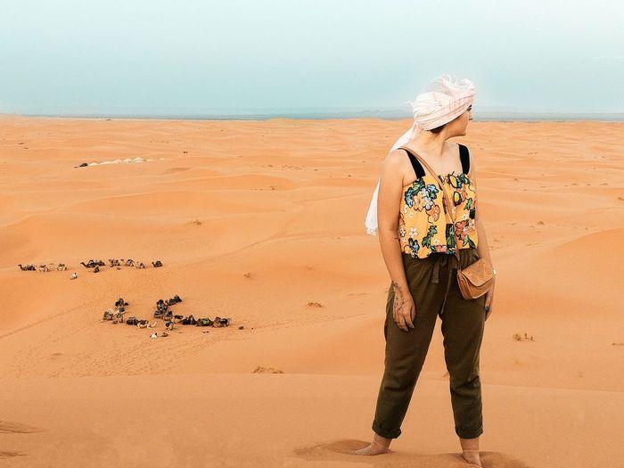 Desert Lifestyle Travel Summer Girl Desert Morocco EyeEm Selects Sand Dune Human Back Muscular Build Desert Beach Back Sand Sea Standing Rear View Arid Landscape The Traveler - 2018 EyeEm Awards