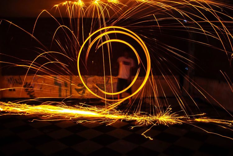 Long Exposure Larga Exposicion Illuminated Burning One Person Men Lana De Acero Wire Wool Motion Glowing Light Trail Speed Blurred Motion Outdoors Real People One Man Only Close-up Sky People Night First Eyeem Photo