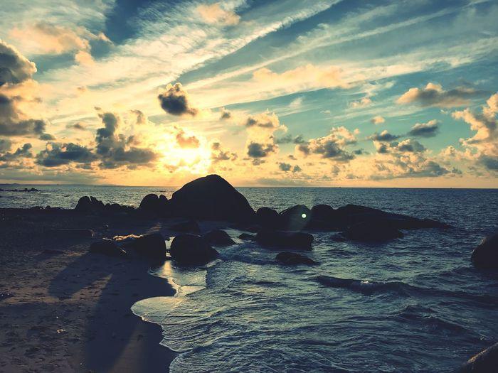 Sea Beach Water Sky Land Cloud - Sky Beauty In Nature No People