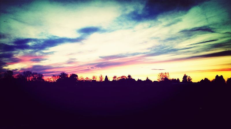 Sunset Skylovers Lila Wolken. Enjoying Life