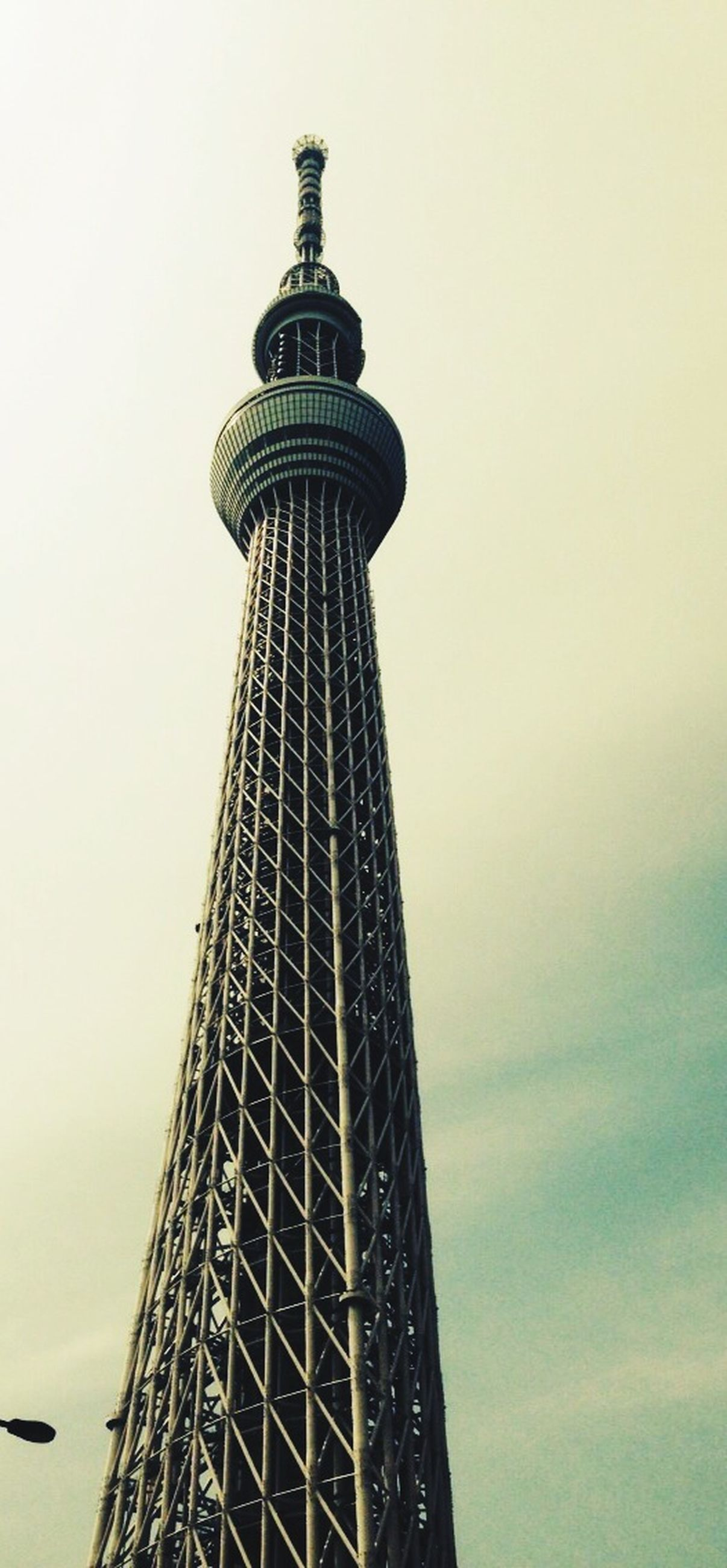 tall - high, tower, architecture, built structure, low angle view, international landmark, communications tower, building exterior, famous place, capital cities, tourism, clear sky, travel destinations, travel, tall, skyscraper, copy space, modern, communication, sky