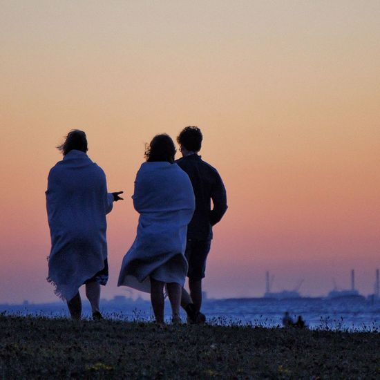 Discussion Enjoying Life Relaxing Hanging Out People Walking Sweden Man Skåne Woman Sea View Beach Beachphotography Scenic