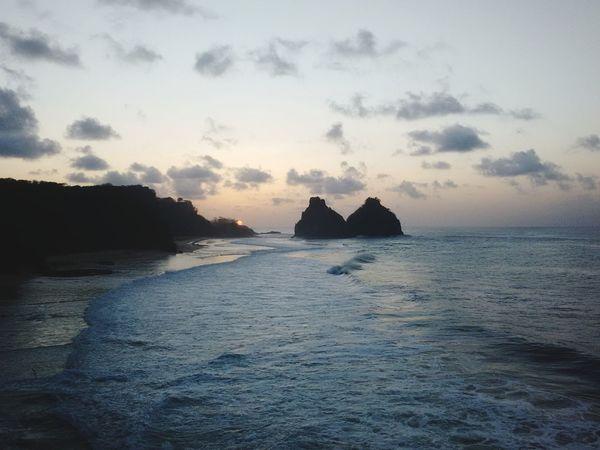 Cacimba do Padre Fernando De Noronha Brasil ♥ Tropical Paradise Surf Hawai Brasileiro Fernando De Noronha Geovani Ferreira Praia Surf Gigante Outdoors Silhouette