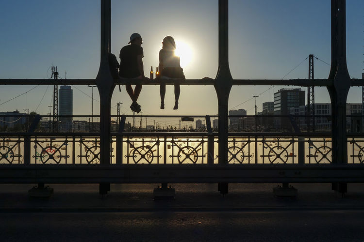Bridge Bridge - Man Made Structure Built Structure Chilling City Life City Life Clear Sky Connection Engineering Footbridge Freunde Friends Friendship Hackerbrücke Meeting Railing Relaxing Silhouette Street Photography Streetphotography Sun Sunbeam Sunset Together Togetherness
