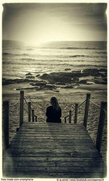 Taking Photos Lovers Valadares Sea Beach Praia Woman Alone Vila Nova De Gaia Capture The Moment Urbanphotography The Decisive Moment View Outono Fall Fall Beauty Photography Decisivemoment Portugal Urban Escape Streetphotography Urbanphotography
