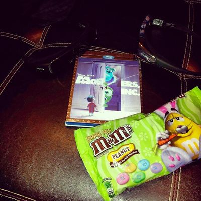 Its a Movienight Gettin ready to watch Monstersinc in 3D With my lil angel @littlemissrach27 on a Sunday night :)