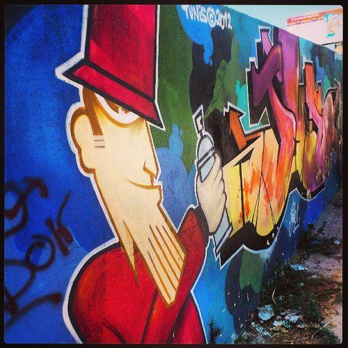 Mur du stade de Lamarsa . Streetarts Arts Graffiti color football