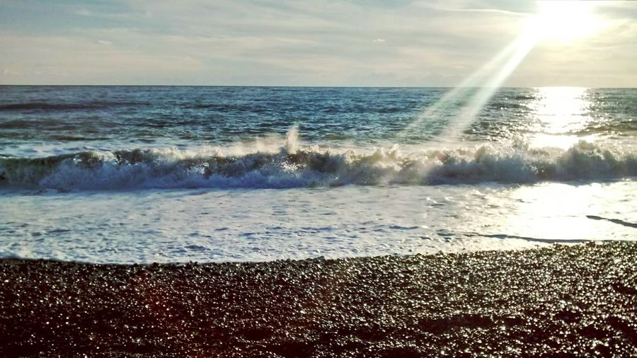 Il like watching the waves in sunny days ? Sun Waves Relax First Eyeem Photo