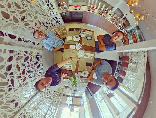 Breakfast yg tidak produktif. 😝😂CC @pudji_tritoyo @adiaryaperwira Ricoh Theta360 Theta360contest Ricohthetas Tinyplanet LittlePlanet