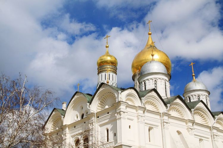 Dome Religion Architecture Travel Destinations Gold Colored Place Of Worship Built Structure Cloud - Sky No People Sky Gold Outdoors Politics And Government Cathedral Kremlin Complex Kremlin Moscow Moscow, Russia Russia Kremlin Architecture Russia Cathedral Of The Archangel