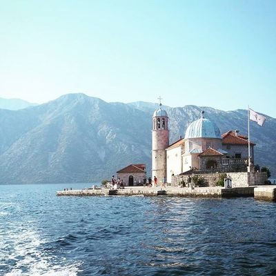 Thanks @dragiceva_sestra for this superb and utmost surrealistic shot of famed island in Bay of Kotor. A real gem of today's ride. Island Church Bayofkotor Baylife Montenegro Montenegrowildbeauty Sea Summer Sky Light Grammasters3 Jj
