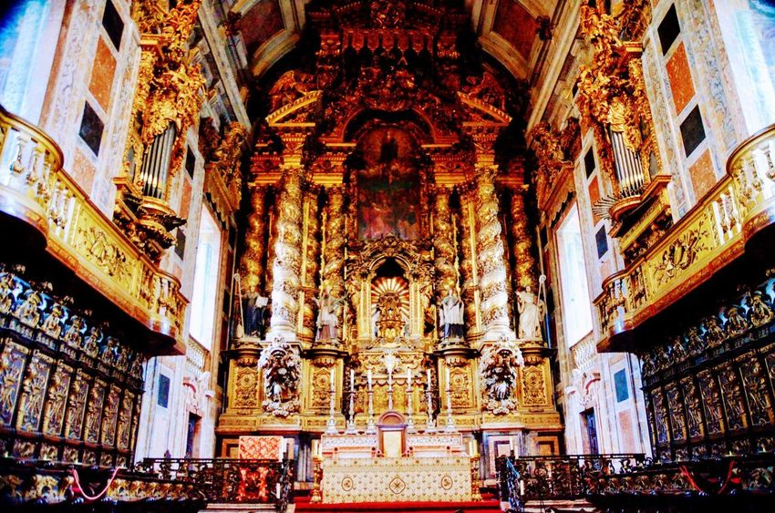 Religion Architecture Place Of Worship Spirituality Travel Destinations Gold Colored History Statue Built Structure Indoors  Day Sculpture Large Group Of People People