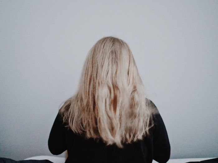 Real People One Person Lifestyles Blond Hair Studio Shot Long Hair Standing White Background Young Women Young Adult Dyed Hair Indoors  Day Indoors  Full Length Blonde Hair Hair Care Full Frame Fashion Longhair Human Hair Wall Art Hairstyle Flying Rear View