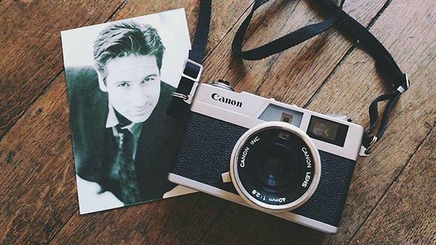 "Et voilà les ""petites"" trouvailles 📷 Brocante Cinema Photo Igerslyon Vintage Old Camera Canon Postalcard Blackandwhite Duchovny Mulder Xfiles Treasures"