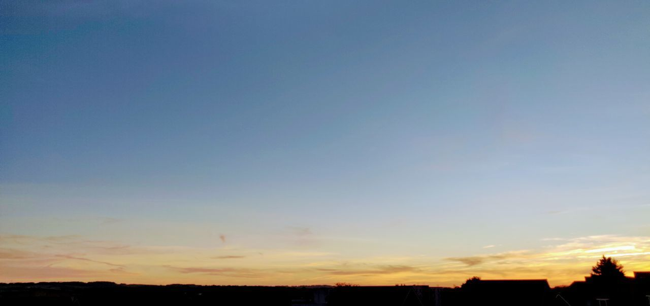 clear blue sunset Photowalktheworld Oneplusphotography Oneplus6 Basingstoke Tree Sunset Blue Multi Colored Silhouette Rural Scene Beauty Sky Landscape Dramatic Sky Sky Only Romantic Sky Majestic Heaven Infinity