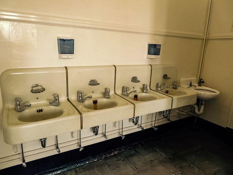 Vintage washroom sinks 4749406 Vintage Style Sinks Washroom For Women