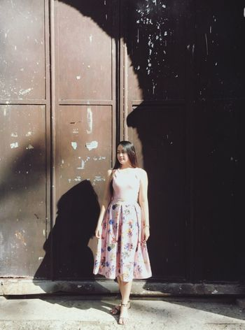 One Person Full Length Real People Front View Standing Young Adult Beautiful Woman Young Women Leisure Activity Lifestyles Fashion Outdoors Day Shadow Architecture Building Exterior Smiling
