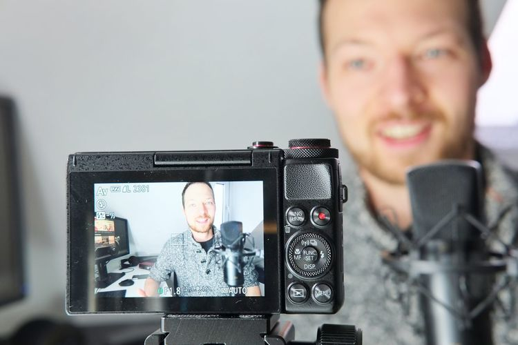 Compact camera display of filming a content creator podcaster Video Film Industry Filmmaker Podcaster Filmmaking Podcast Compact Camera Digital Camera Technology Portrait Front View Young Adult Looking At Camera Smiling Young Men Camera - Photographic Equipment