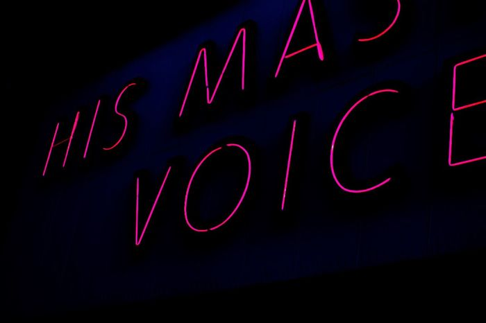 Hmv H.m.v Hismastersvoice His Masters Voice  England🇬🇧 England Headstore Mainstore Text Neon Neon Light Red Music