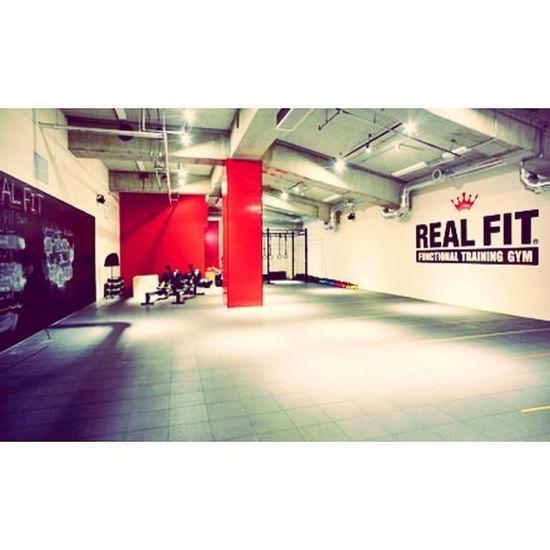 ⋆ ⋆ Training. Training. Training. ⋆ #realfit#training