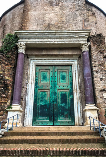 Amazing front door of the Temple of Romulus, Santi Cosma e Damiano, Rome, Italy Architecture Building Exterior Built Structure Door First Eyeem Photo Forum No People Rome Italy Romulus And Remus Santi Cosma E Damiano Temple Of Romulus