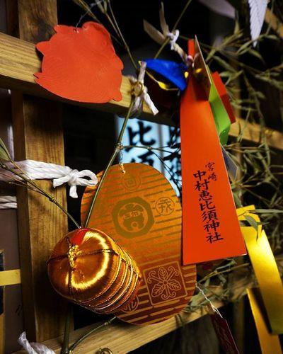 十日恵比寿!! にぎやかでした💃 橘通りのイルミネーション車窓からだったけど意外と多くてきれいだった✨センター終わったらイルミの写真撮りに行こうかな📷 十日恵比寿 祭 商売してないけど 商売繁盛 イルミネーション Japan Miyazaki Japaneseculture Shrine Fortune Gold F4F Like4like Instagood Instajapan 神社 くじ はずれた 小判 センターまで 一週間 がんばる Team_jp_ Jhp