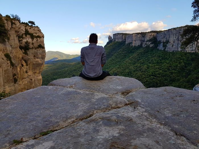 One Person Adult Rock - Object Naturelover Nature Photography Beauty In Nature Nature Photographing Full Length Men Tranquil Scene Paisaje Natural