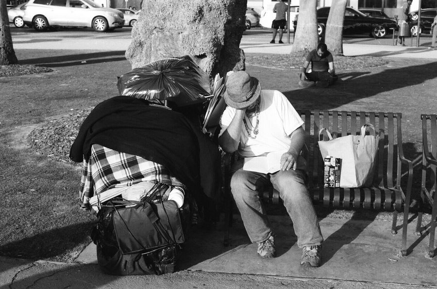 Street Real People Senior Adult Men Streetphotography Bllackandwhite Artofphotography Imnewhere Santa Monica Film Photography NikonFM2 Kodak Tri-X 400 Istillshootfilm First Eyeem Photo The Street Photographer - 2017 EyeEm Awards