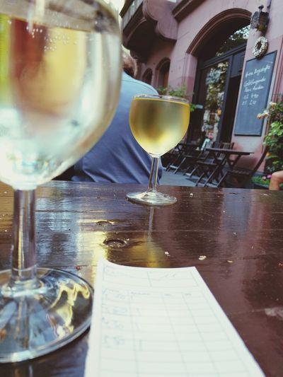 Abkühlung. Afterwork Wine Time Grauburgunder Spundekäs
