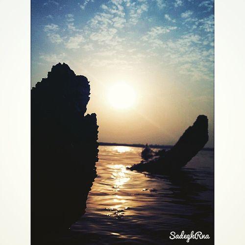 Monday, June 22 . 🌅 If you can look at the Sunset and Enjoy , Then you still have Hope 🙇 🌅 اگر میتونی به غروب خورشید نگاه کنی و از اون لذت ببری پس هنوز امید 💪 در تو زنده است 🌅
