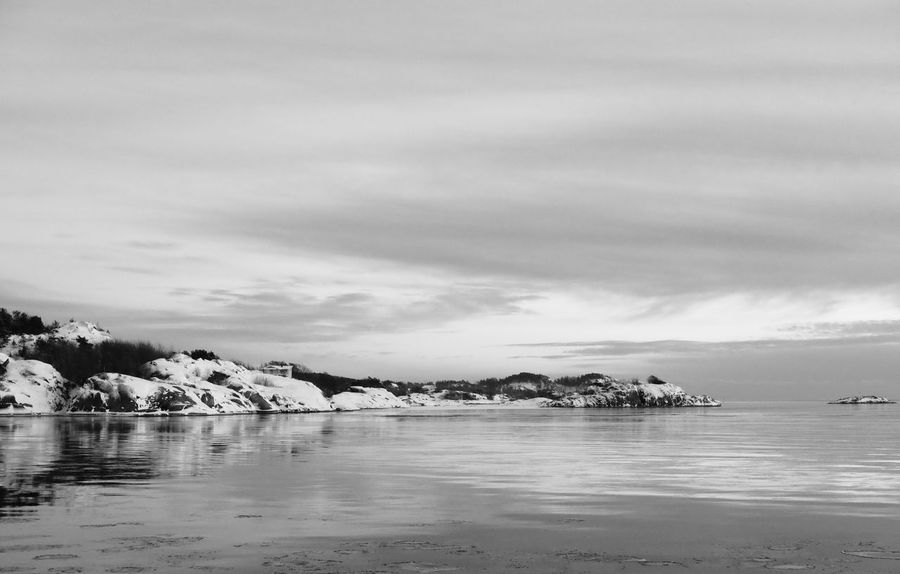 Beach Beauty In Nature Black & White Cloud - Sky Day EyeEm Best Shots Monochrome Nature No People Outdoors Photography Scenics Sea Sky Snow Tranquil Scene Tranquility Water Waterfront Winter Xseries Xt1