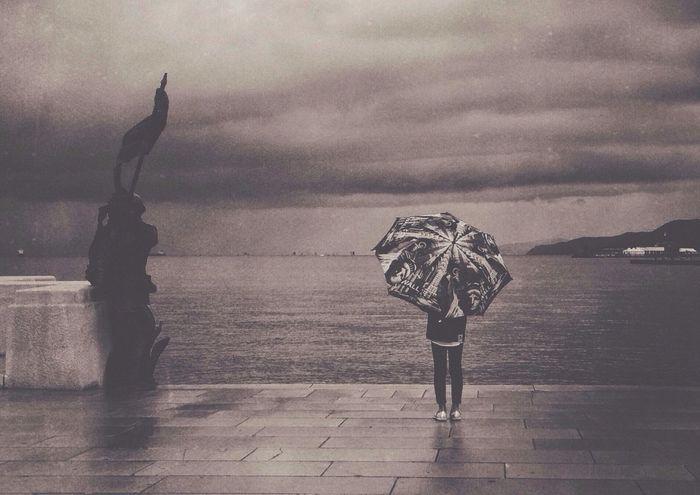 Raining Vscocam Streetphotography Blackandwhite Rainy Day