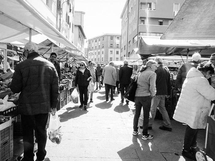 Il mondo è a colori, ma la realtà è in bianco e nero. ●Wim Wenders● @IG_LIVORNO_ @IG_TOSCANA_ @VOLGOTOSCANA Biancoenero Blackandwhite Bw Bnw Picoftheday Italia Igersitalia Photooftheday Livorno Toscana Igerstoscana Igerslivorno WimWenders Prophotographer Tuscanybuzz