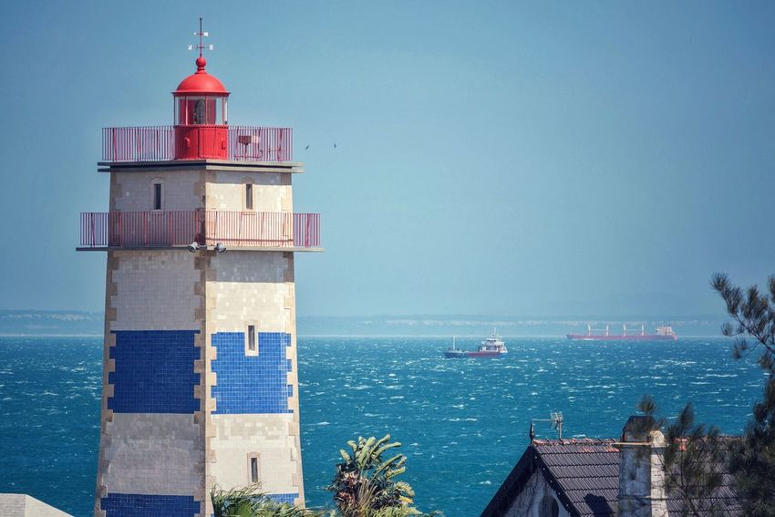 | guide me | Lighthouse Light Up Your Life Guide Me Home Guide Me Cascais Portugal_em_fotos Portugal Architecture Travel Photography Tile Art Blau Und Weiß Fliesen Leuchtturm Ocean View Coastline Meerblick EyeEm Best Shots Lighthouse_lovers Check This Out Pastel Power