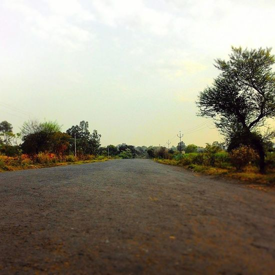 Emptyroad Earlymorning  Myvillage Theroadlesstraveled Instattravel Beautiful Unseenindia Repostingindia _soi India Ig_india Zenfone Ig_maharashtra