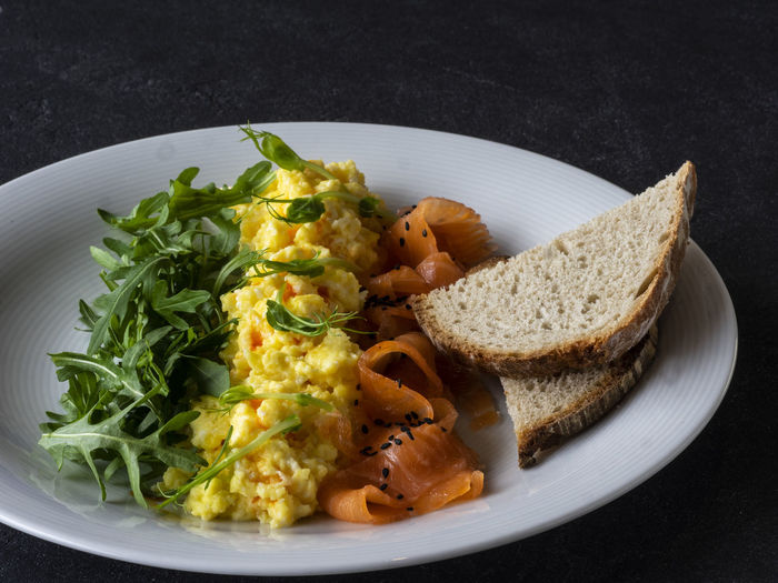Scramble with salmon and arugula Scramble Scrambled Eggs Salmon Arugula Fish Food Food And Drink Freshness Healthy Eating Ready-to-eat Wellbeing Plate Vegetable Indoors  Close-up No People Meal Studio Shot Serving Size Still Life Garnish Bread Black Background Vegetarian Food Salad Lettuce High Angle View Mexican Food