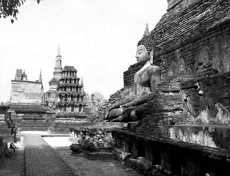 Sukothai Thailand ASIA Southeastasia Travelling Backpacker Temple Blackandwhite Monochrome Bw_awards Bw Igersitalia Nationalgeographic Natgeoit Natgeo Bw_crew Bw_lover Bw_awards Buddha Spirituality