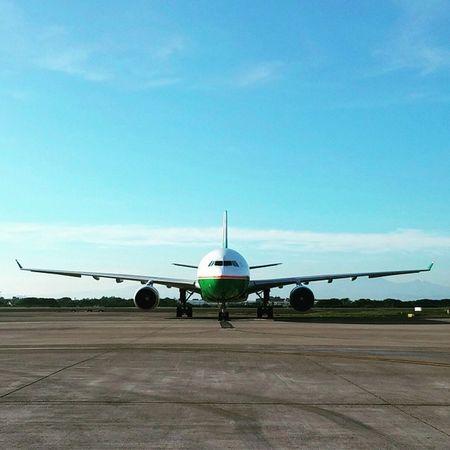 Good morning~guys Goodmorning Boeing777 今天起生活在旅行裡 Lomographytaiwan AirBnB