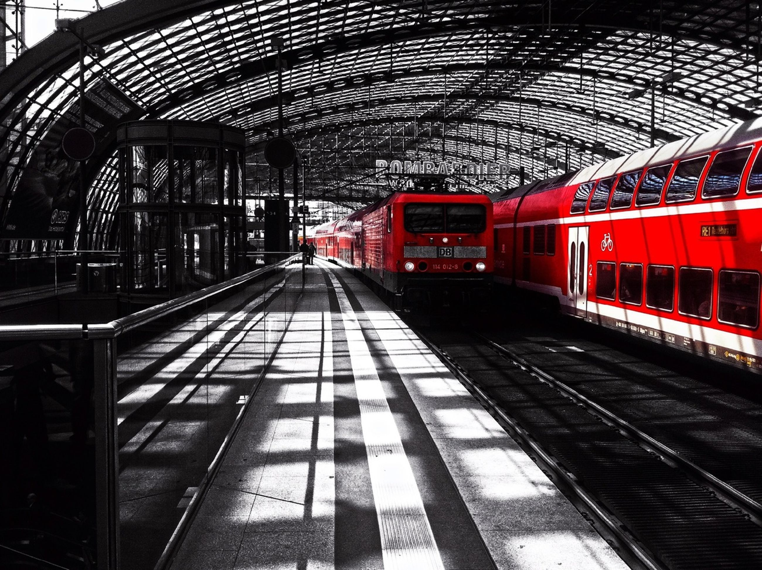railroad track, rail transportation, railroad station platform, railroad station, public transportation, transportation, indoors, architecture, built structure, train - vehicle, travel, the way forward, diminishing perspective, incidental people, passenger train, ceiling, metal, station, red, subway station