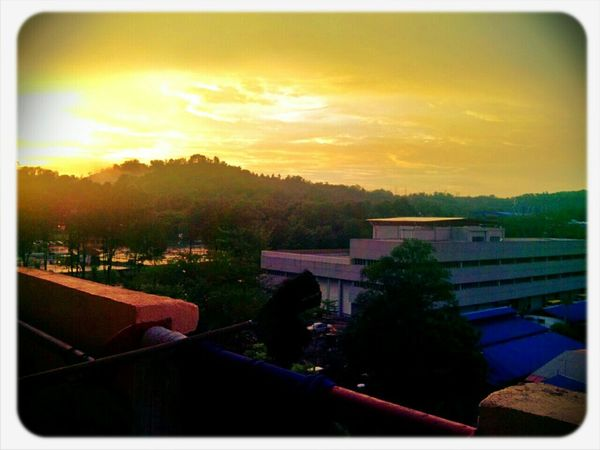 Yellow tinted sky ambience when it almost maghrib time