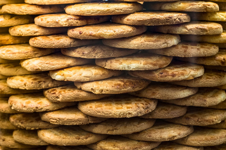 round biscuits arranged in stack Round Biscuits Arranged In Stack Biscuits Food And Drink Food Freshness Full Frame Bread Backgrounds Large Group Of Objects Abundance No People Stack Baked Bakery Healthy Eating Wellbeing Indoors  Close-up Still Life Store Brown Loaf Of Bread
